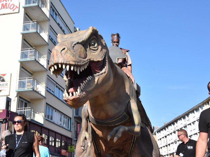 un T Rex dans les rues de Boulogne sur mer